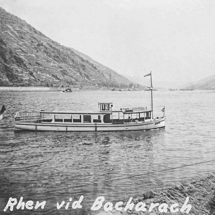 Båt på Rhen vid Bacharach.