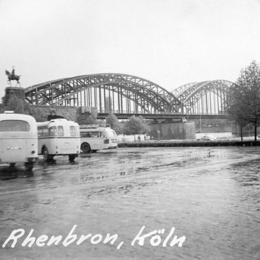 Alldeles i närheten av domkyrkan ligger Rhenbron.