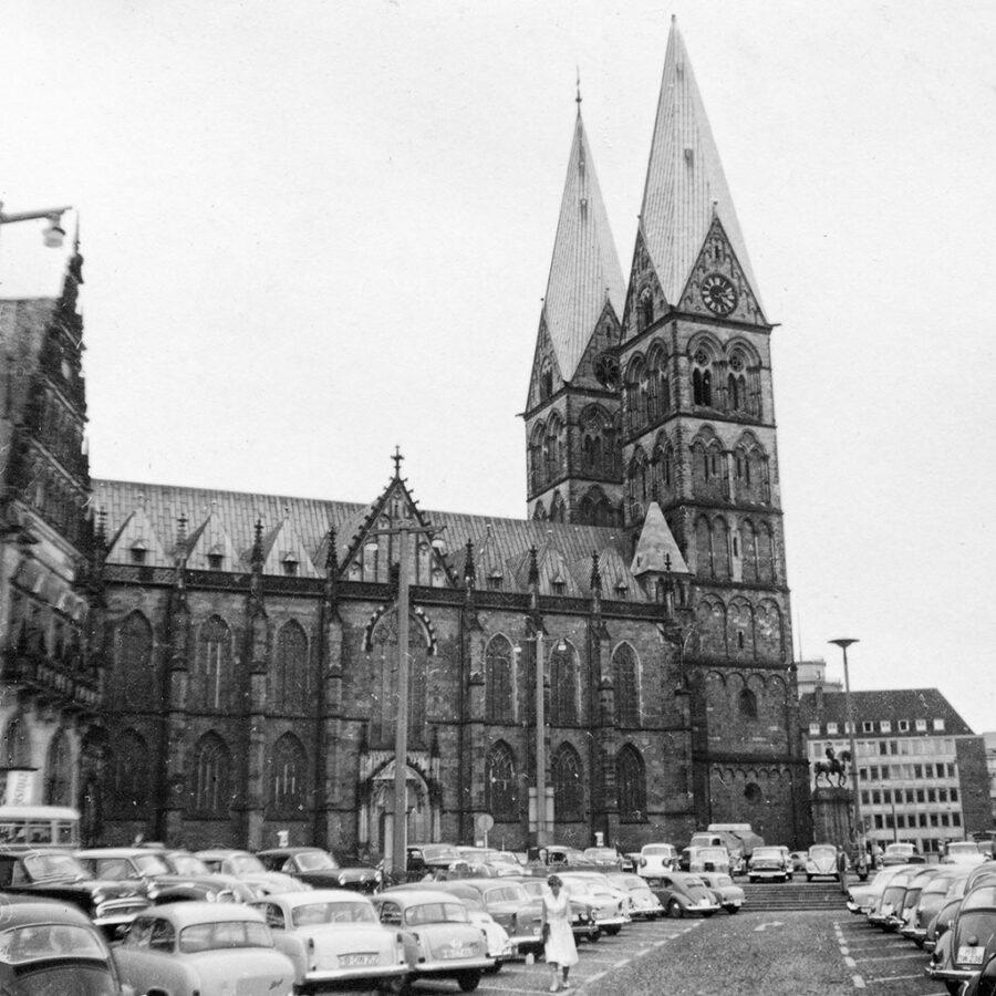 Domkyrkan i Bremen och ett torg.