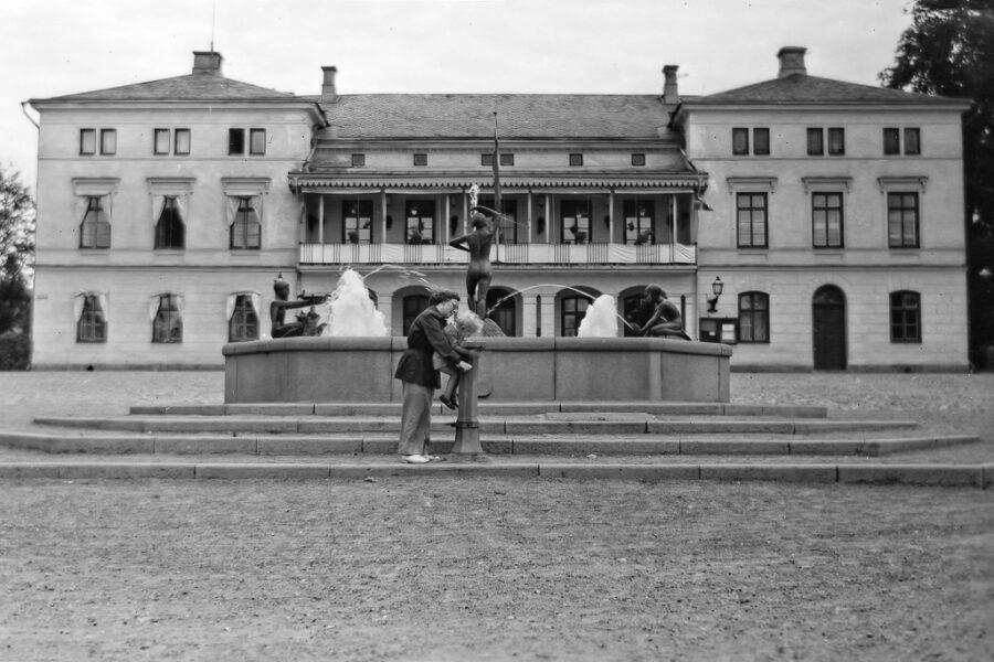 Gunnar dricker vatten i Lindesberg.