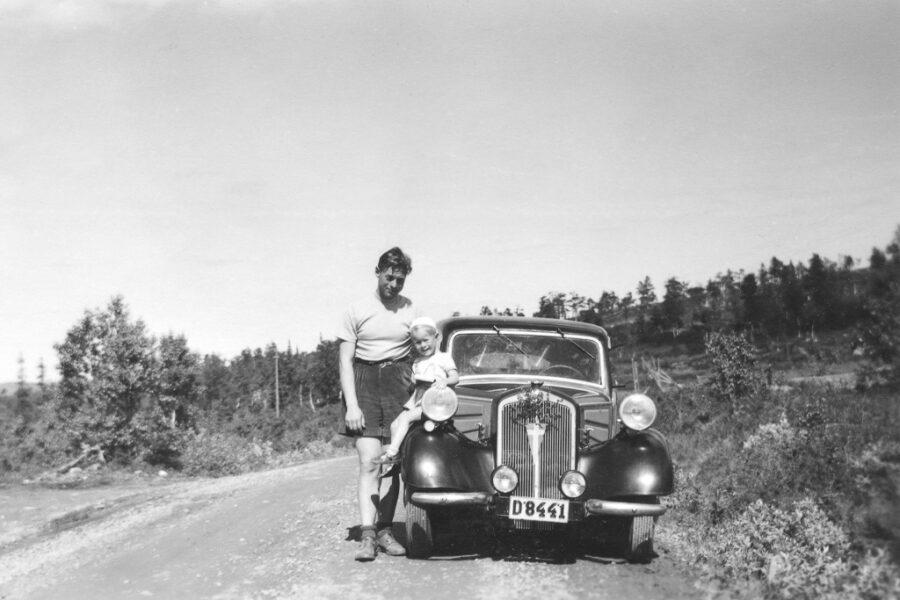 Gunnar, hans pappa Erik och bilen mellan gränsen och tullen.