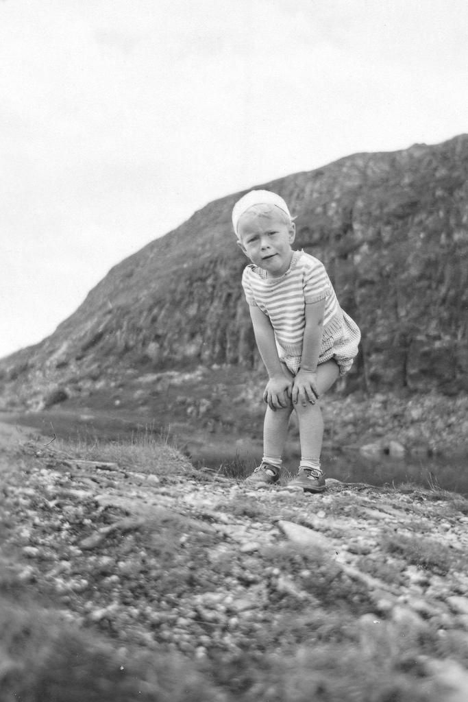 Gunnar uppe på Mörvikshummeln. 3 år och gick själv ända upp.