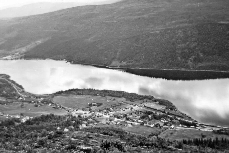 Utsikten från Mörvikshummeln över Åre och Åresjön.