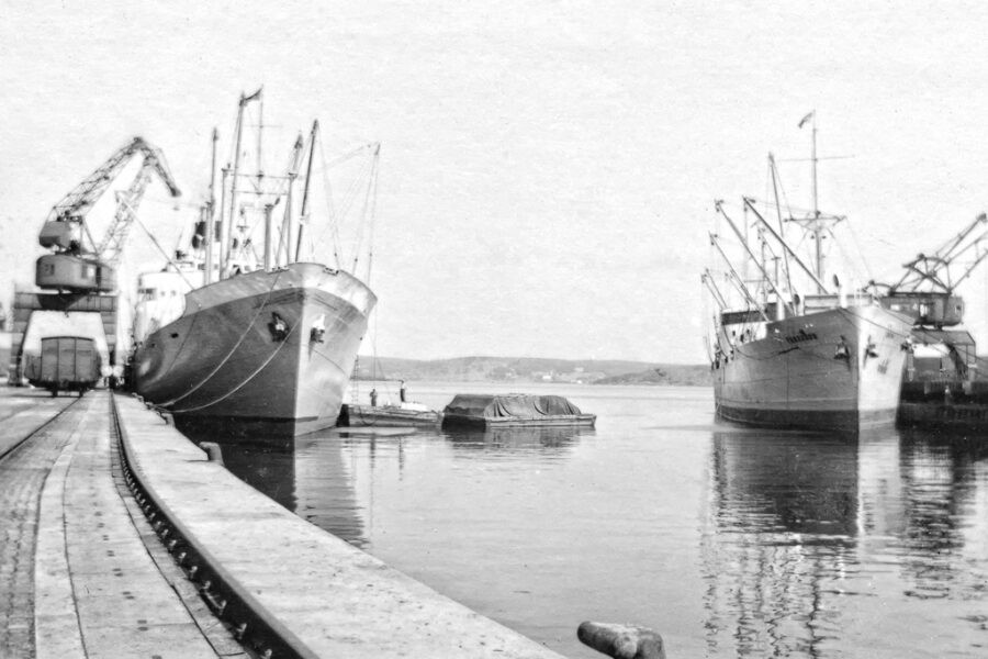 Lastning av papper i Sundsvalls hamn.