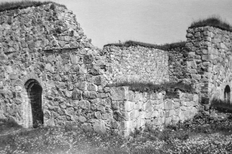 Gammal ruin vid Njurunda.