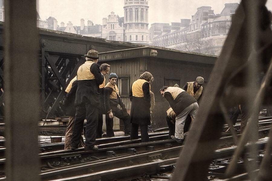 Banarbetare på järnvägen.