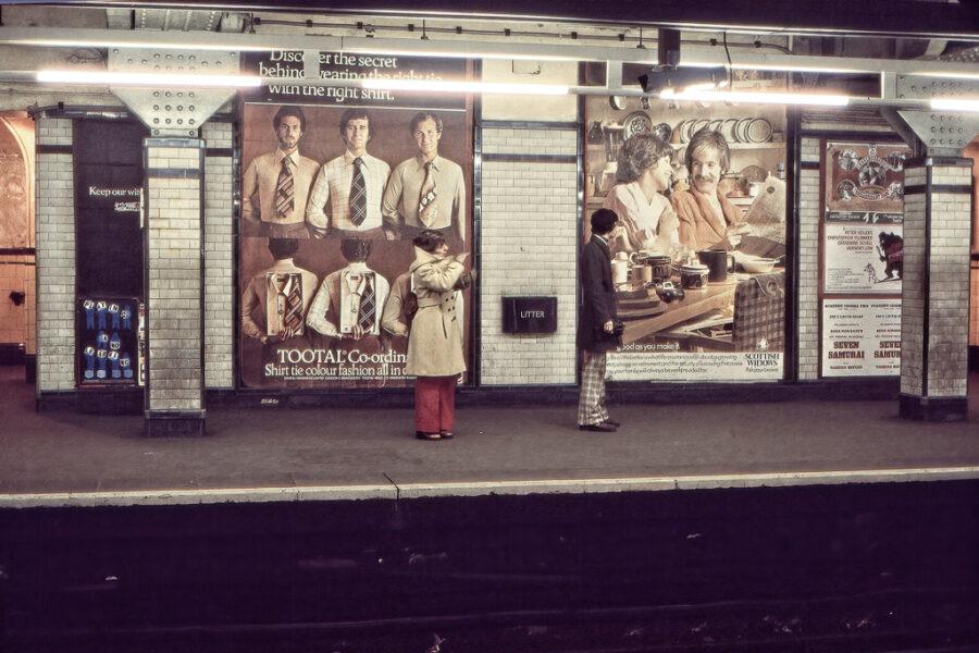 Väntan på tåget.