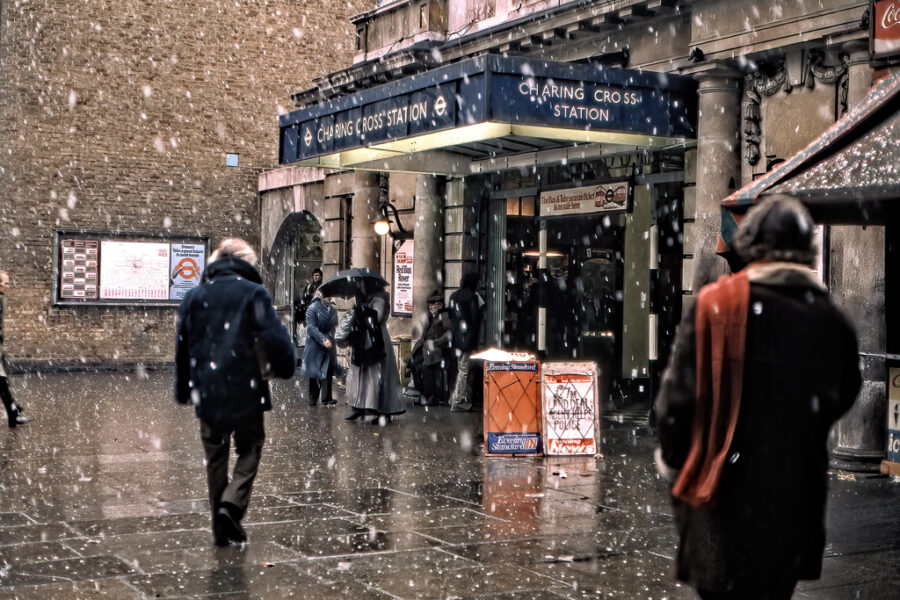 Snöfall vid Charing Cross Station.